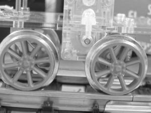 圧電フィルムを利用した自走機関デモ機